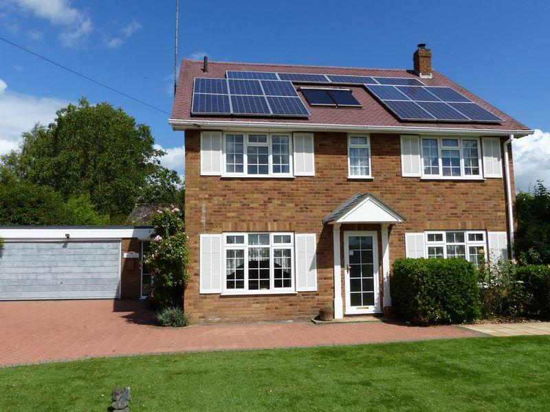 4 Bedrooms Detached House for sale in Bourne End-Hedsor
