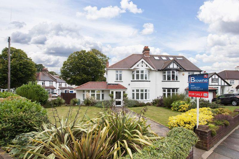 3 Bedrooms Semi Detached House for sale in Avondale Road, Bromley,