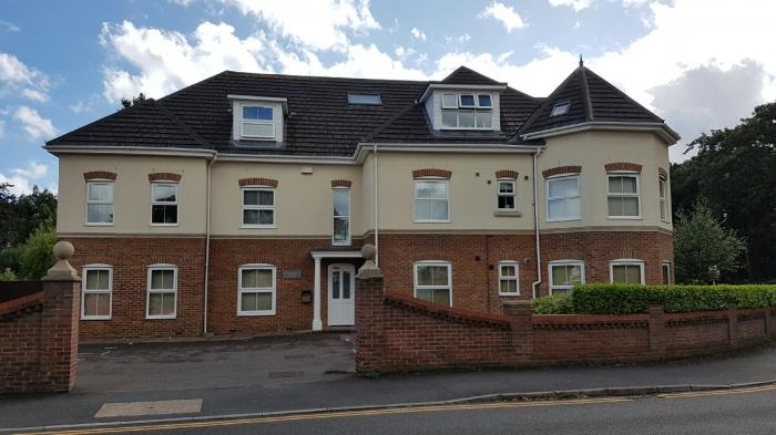 3 Bedrooms Flat for sale in Charminster Road, Charminster