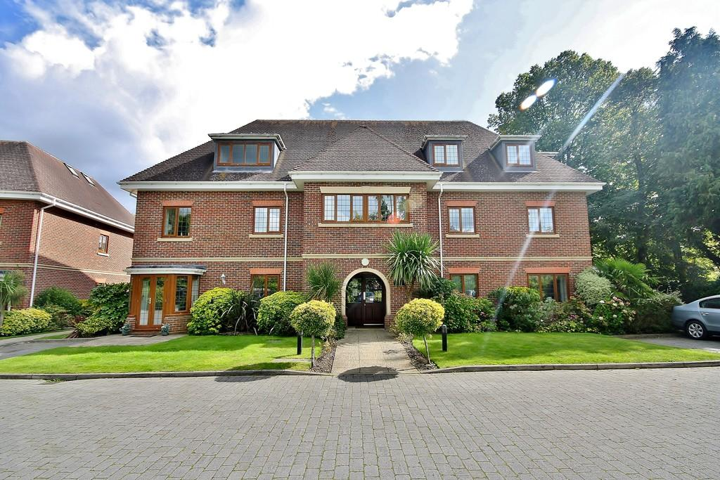 2 Bedrooms Apartment Flat for sale in Horsell, Woking