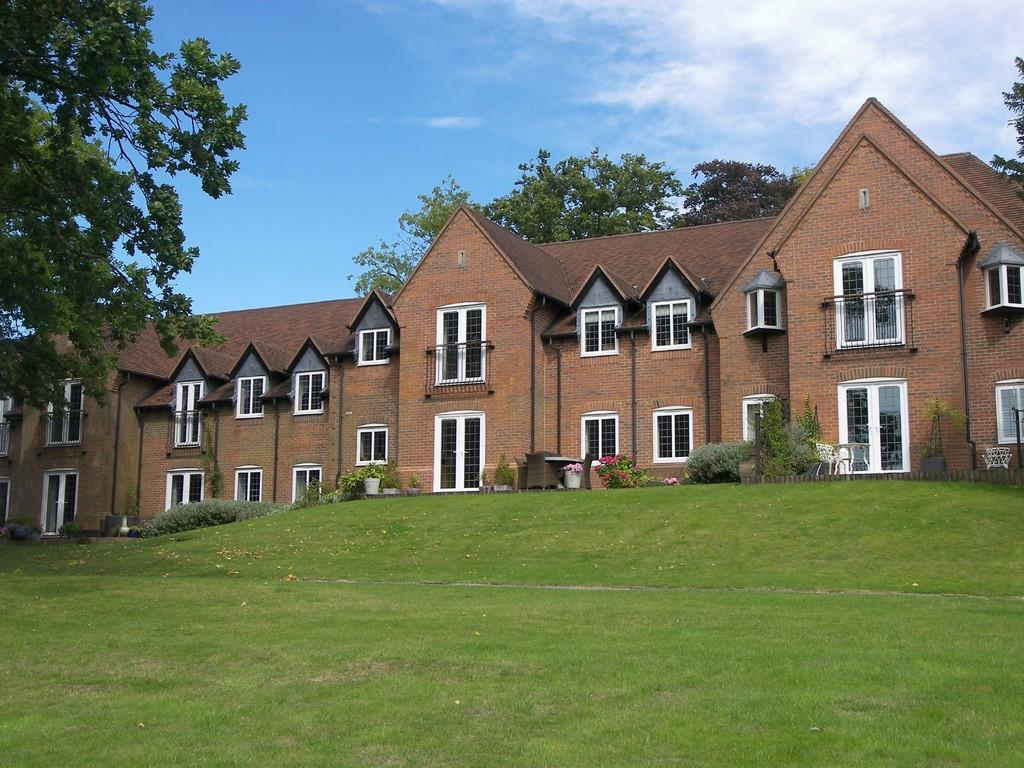 2 Bedrooms Apartment Flat for sale in Forhill Manor, Weatheroak