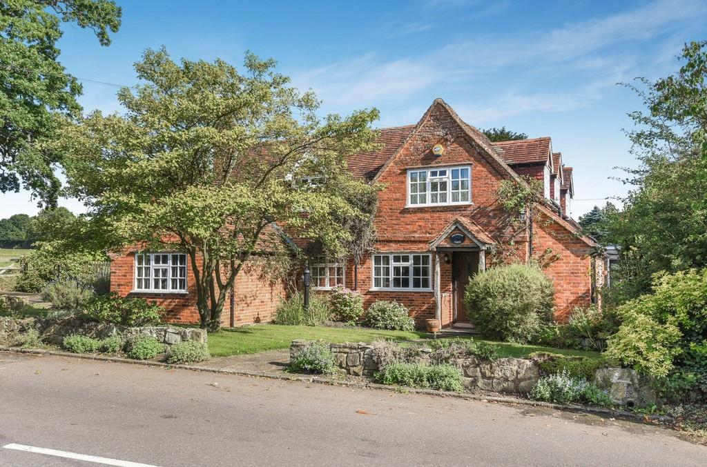 3 Bedrooms Cottage House for sale in Vicarage Road, Hockley Heath