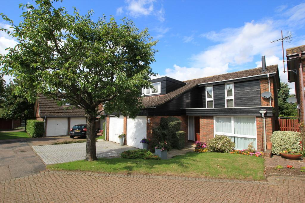4 Bedrooms Detached House for sale in The Brambles, Stevenage