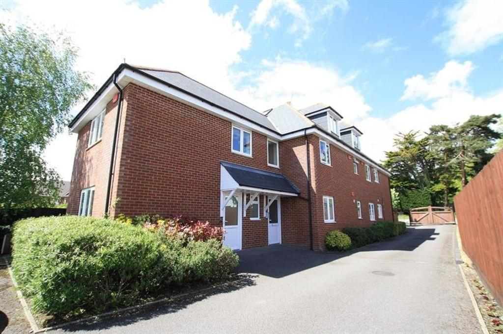 2 Bedrooms Apartment Flat for sale in Wimborne Road East, Ferndown