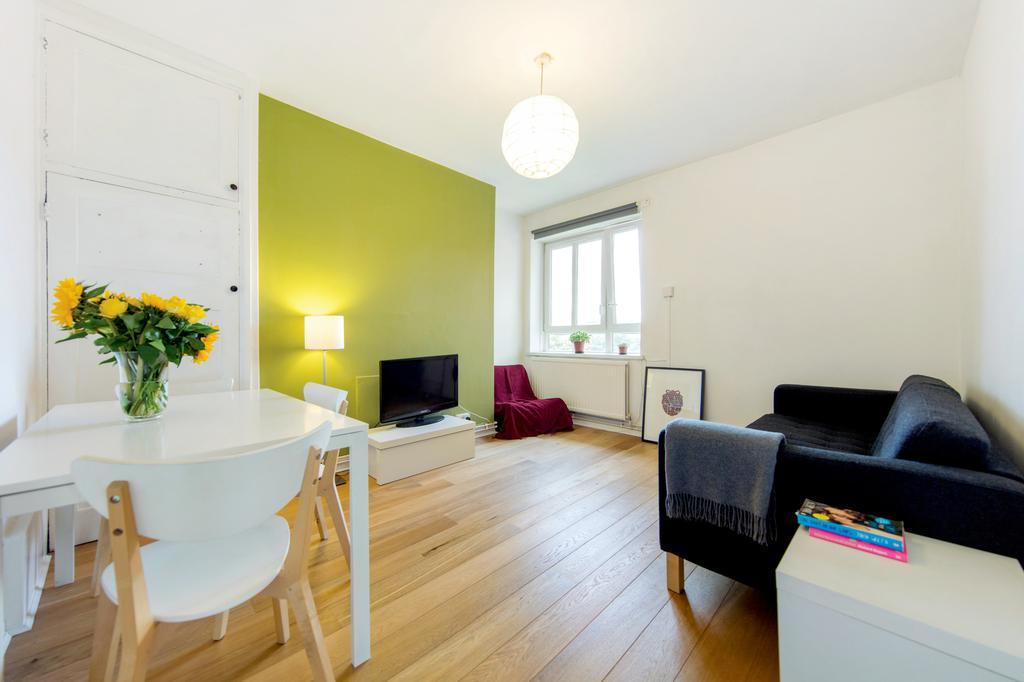 3 Bedrooms Flat for sale in Holman Hunt House, Field Road, London