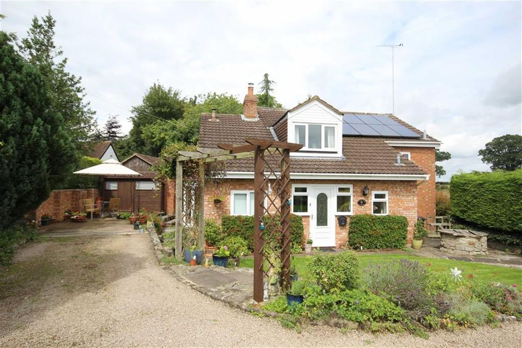 3 Bedrooms Detached House for sale in Ledbury Road, Redmarley, Gloucester