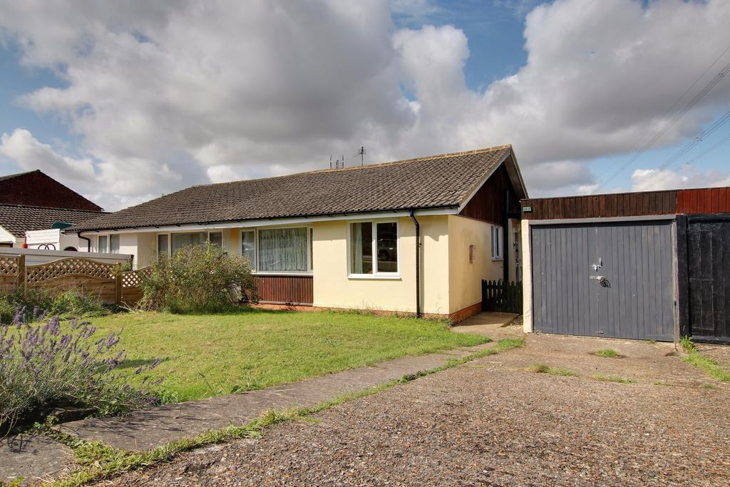 3 Bedrooms Semi Detached Bungalow for sale in HORNDEAN