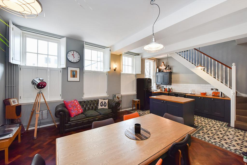 3 Bedrooms Flat for sale in Kingsland Road, Shoreditch, London