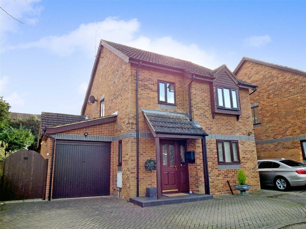 4 Bedrooms Detached House for sale in Nursery Close, Stevenage, Hertfordshire, SG2