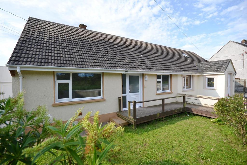 2 Bedrooms Semi Detached Bungalow for sale in Llanwnda, Goodwick