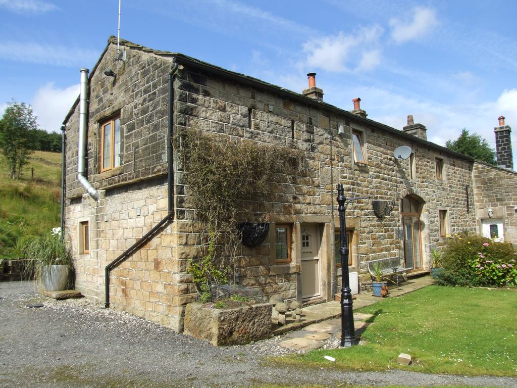3 Bedrooms Barn Conversion Character Property for sale in Little Hill House Barn, Hill Houses, Oxenhope BD22 9QB
