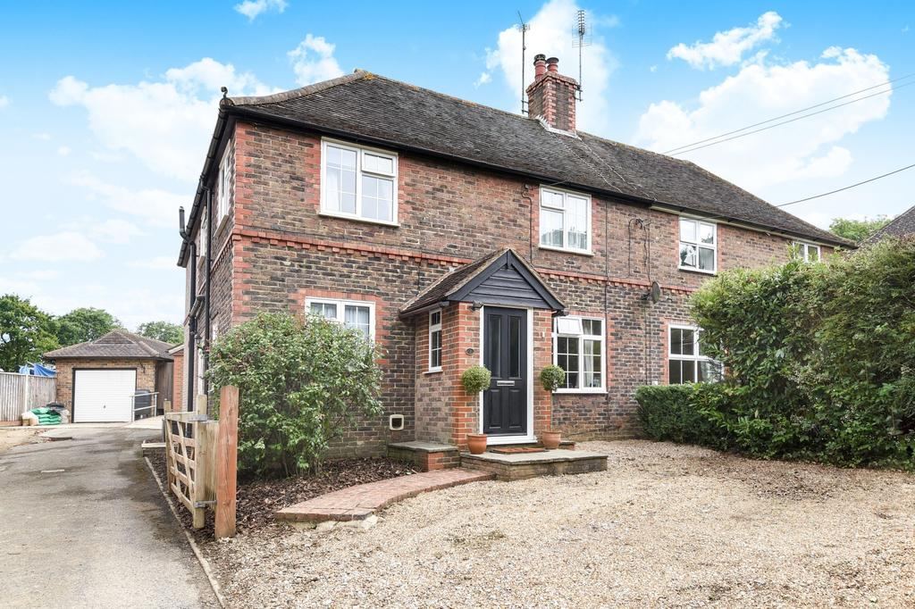 3 Bedrooms Semi Detached House for sale in Northlands Cottages, Northlands Road, Warnham, RH12