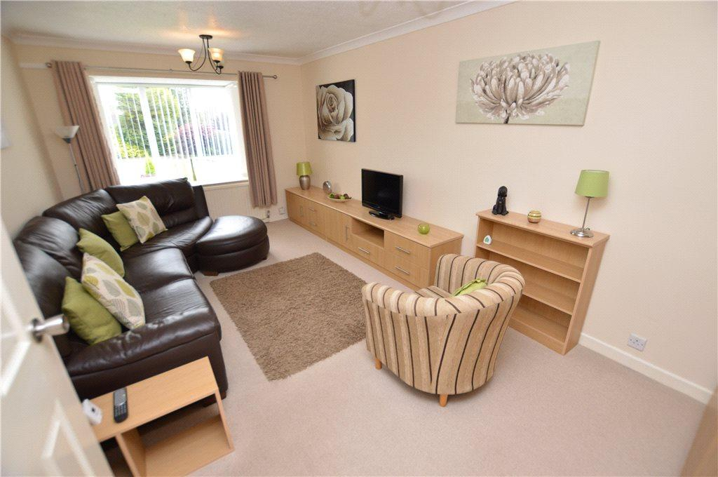 2 Bedrooms Detached Bungalow for sale in Rockingham Way, Leeds, West Yorkshire