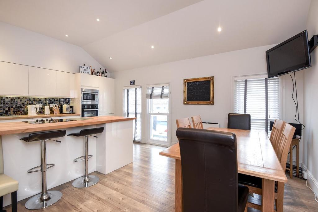4 Bedrooms Flat for sale in Garratt Lane, Earlsfield