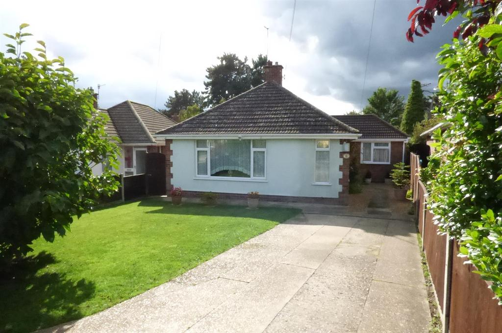 2 Bedrooms Detached Bungalow for sale in Priory Park, Thetford