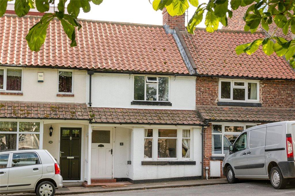 2 Bedrooms Terraced House for sale in South Side, Hutton Rudby, Yarm, North Yorkshire