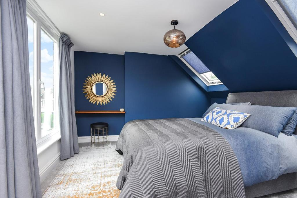 3 Bedrooms Terraced House for sale in Strathville Road, Earlsfield