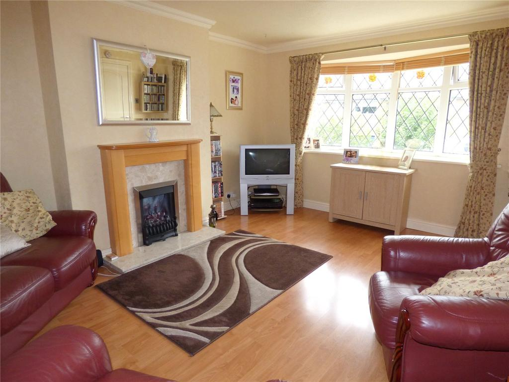 3 Bedrooms Town House for sale in Lynfield Drive, Liversedge, WF15