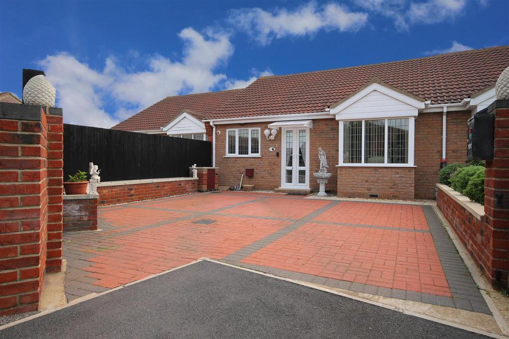 2 Bedrooms Terraced Bungalow for sale in 3 Barton Close, Trusthorpe