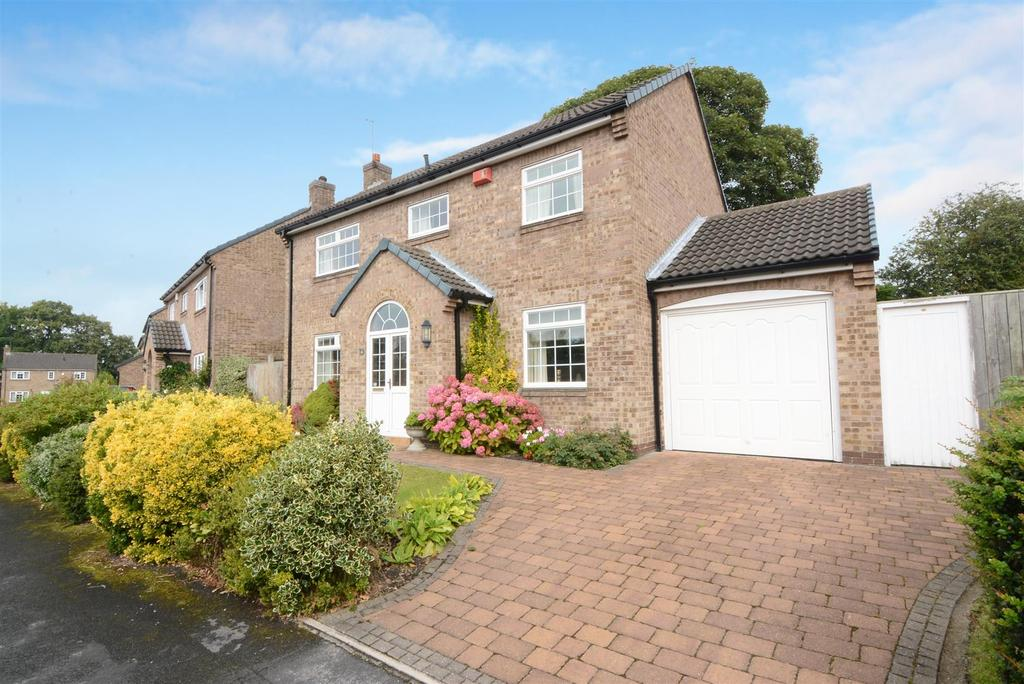 4 Bedrooms Detached House for sale in St. Helens Way, Adel