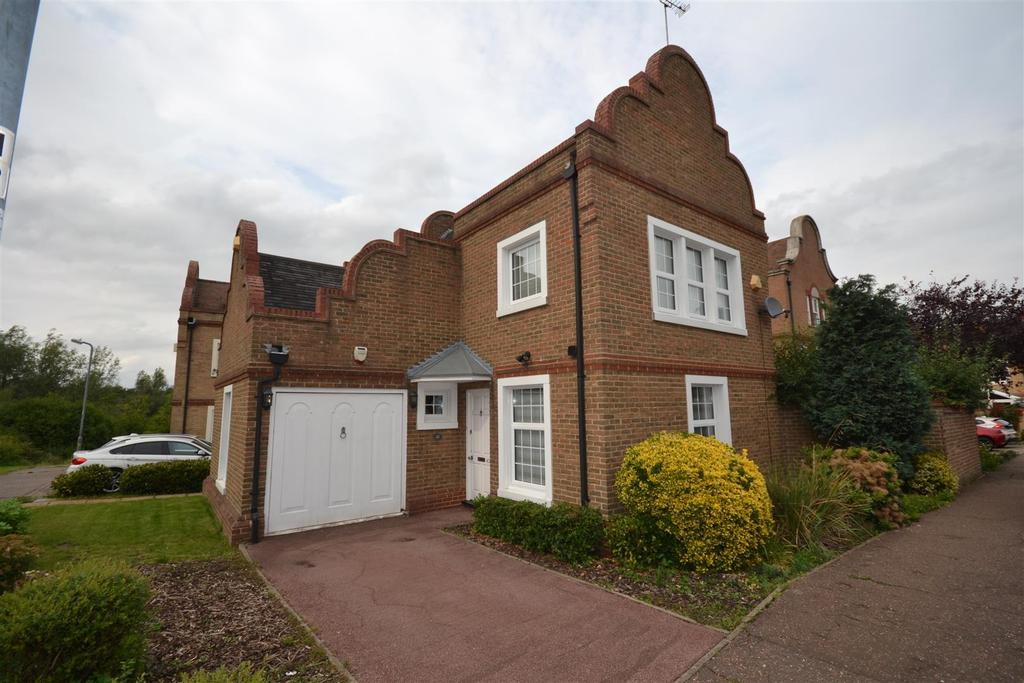 3 Bedrooms Detached House for sale in Drywoods, South Woodham Ferrers