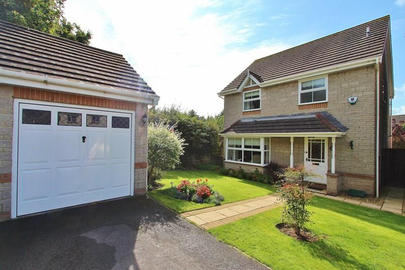 4 Bedrooms Detached House for sale in Iles Close, Hanham, Bristol