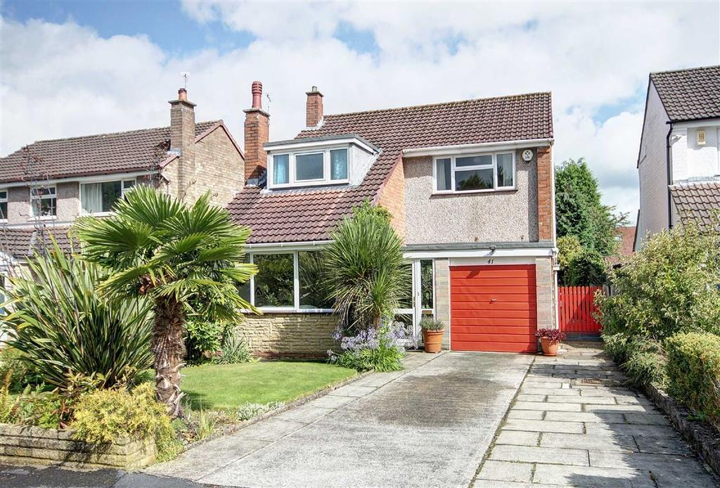 3 Bedrooms Detached House for sale in Melrose Crescent, Hale, Cheshire