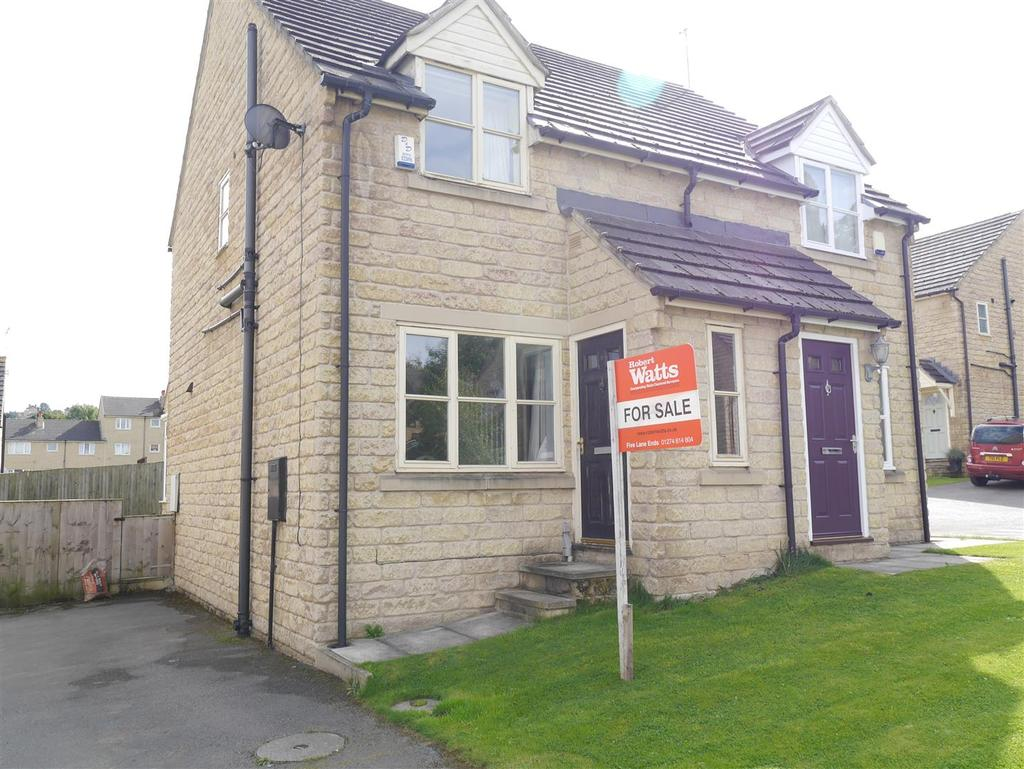 2 Bedrooms Semi Detached House for sale in Applehaigh Close, Bradford
