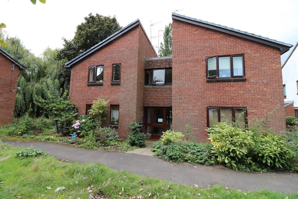 Studio Flat for sale in William Tarver Close, Warwick