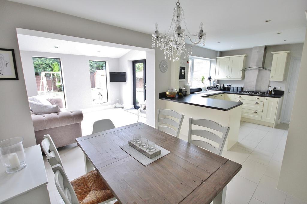 3 Bedrooms Detached House for sale in Altrincham Road, Wilmslow