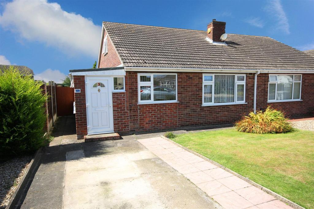 2 Bedrooms Semi Detached Bungalow for sale in 3 The Fairway, Mablethorpe, Lincolnshire