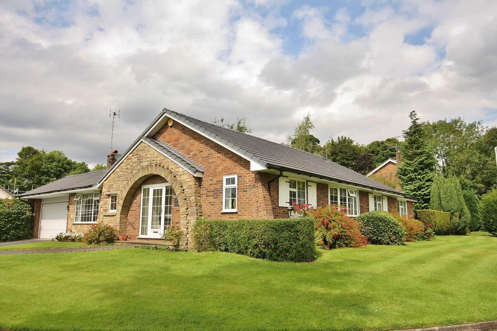 3 Bedrooms Detached Bungalow for sale in Bollinwood Chase, Wilmslow