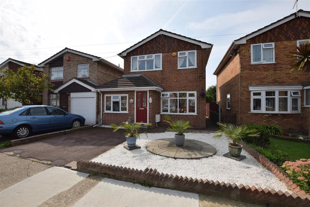 3 Bedrooms Detached House for sale in Grafton Road, Canvey Island