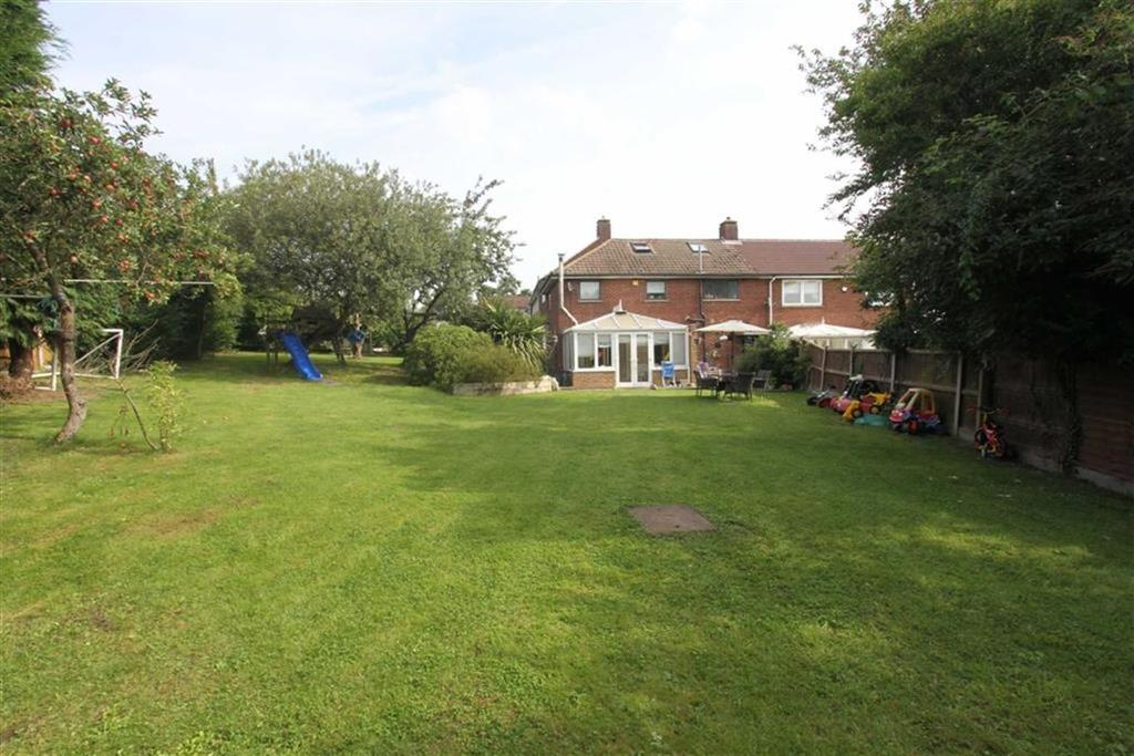 3 Bedrooms Semi Detached House for sale in Crays View, Billericay