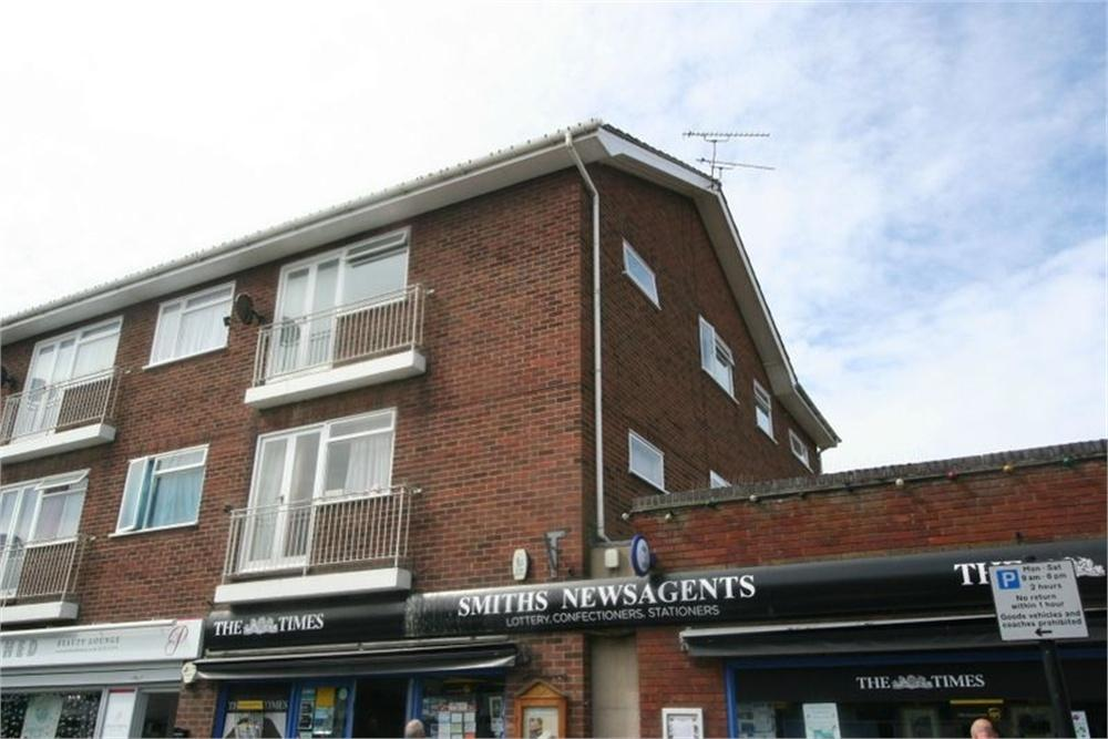 2 Bedrooms Flat for sale in Connaught Avenue, FRINTON-ON-SEA, Essex