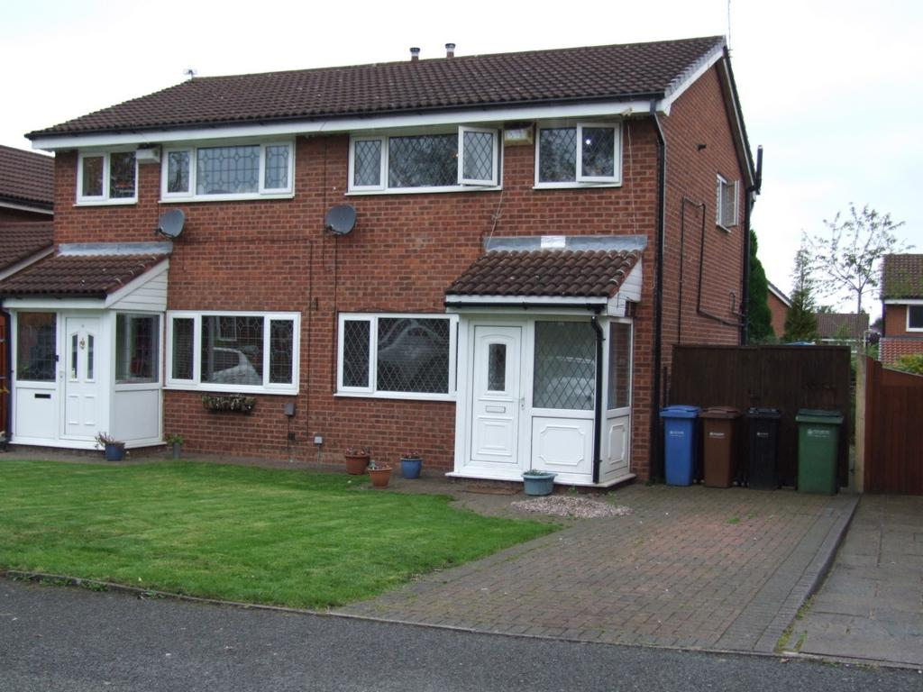 3 Bedrooms Semi Detached House for sale in Hayfield Avenue, Bredbury, SK6