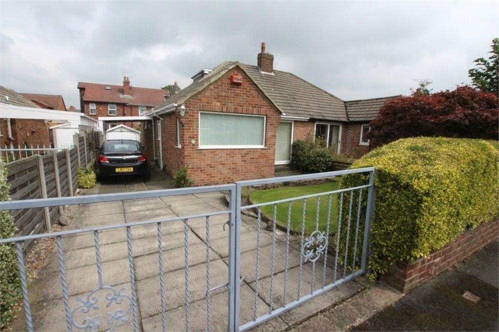 3 Bedrooms Semi Detached Bungalow for sale in Dean Park Drive, Drighlington, West Yorkshire