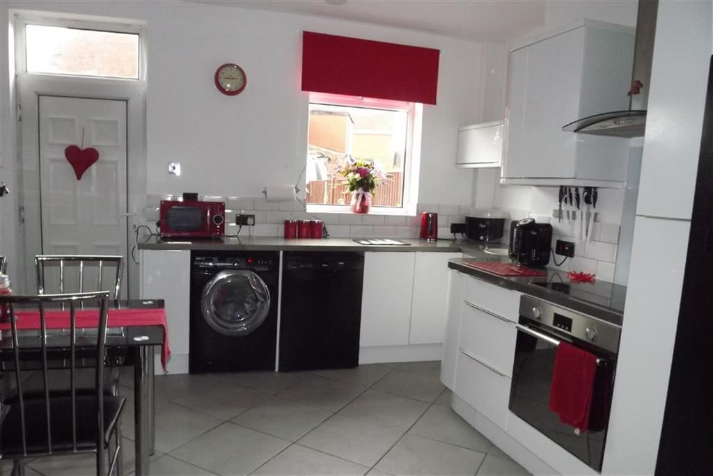 3 Bedrooms Terraced House for sale in Pontefract Road, Shafton, Barnsley, S72