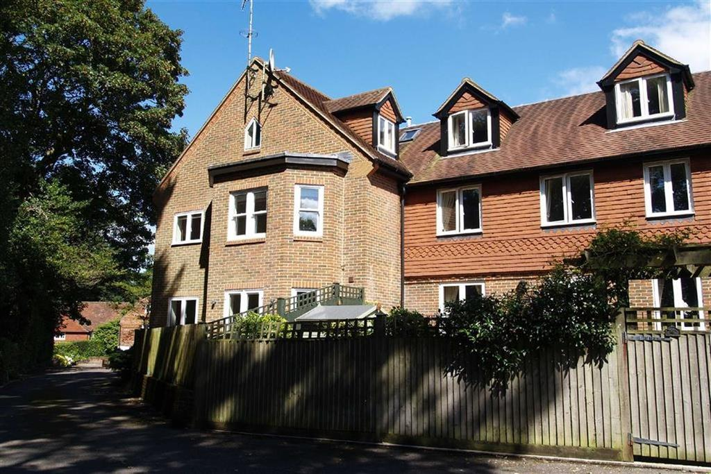 2 Bedrooms Flat for sale in Cuthbert Row, Haslemere, Surrey, GU27