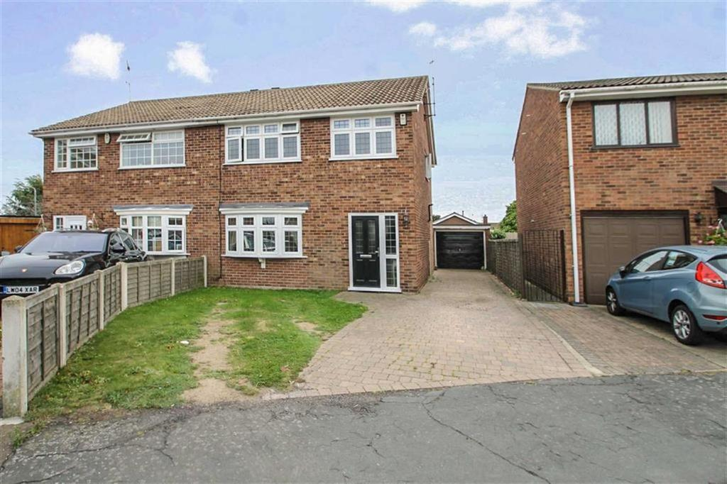 3 Bedrooms Semi Detached House for sale in Cotman Road, Clacton-on-Sea