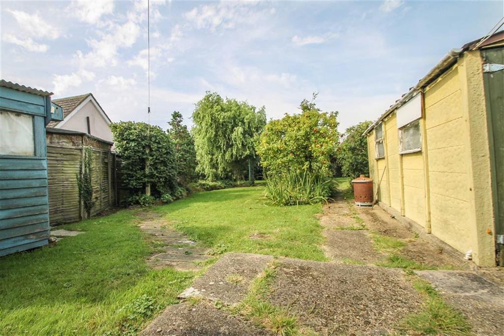 2 Bedrooms Detached Bungalow for sale in Golf Green Road, Jaywick