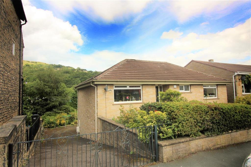 2 Bedrooms Detached Bungalow for sale in Caldene Avenue, Hebden Bridge