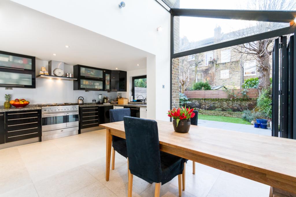 5 Bedrooms Terraced House for sale in Coverdale Road, Shepherds Bush, London, W12