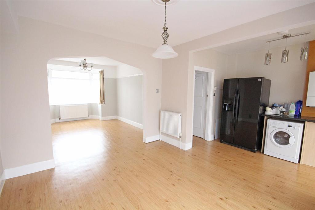 4 Bedrooms Semi Detached House for rent in Links Road, Portslade, Brighton