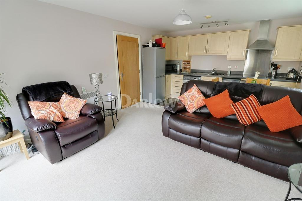 2 Bedrooms Flat for sale in Wyncliffe Gardens, Pentwyn, Cardiff, CF23