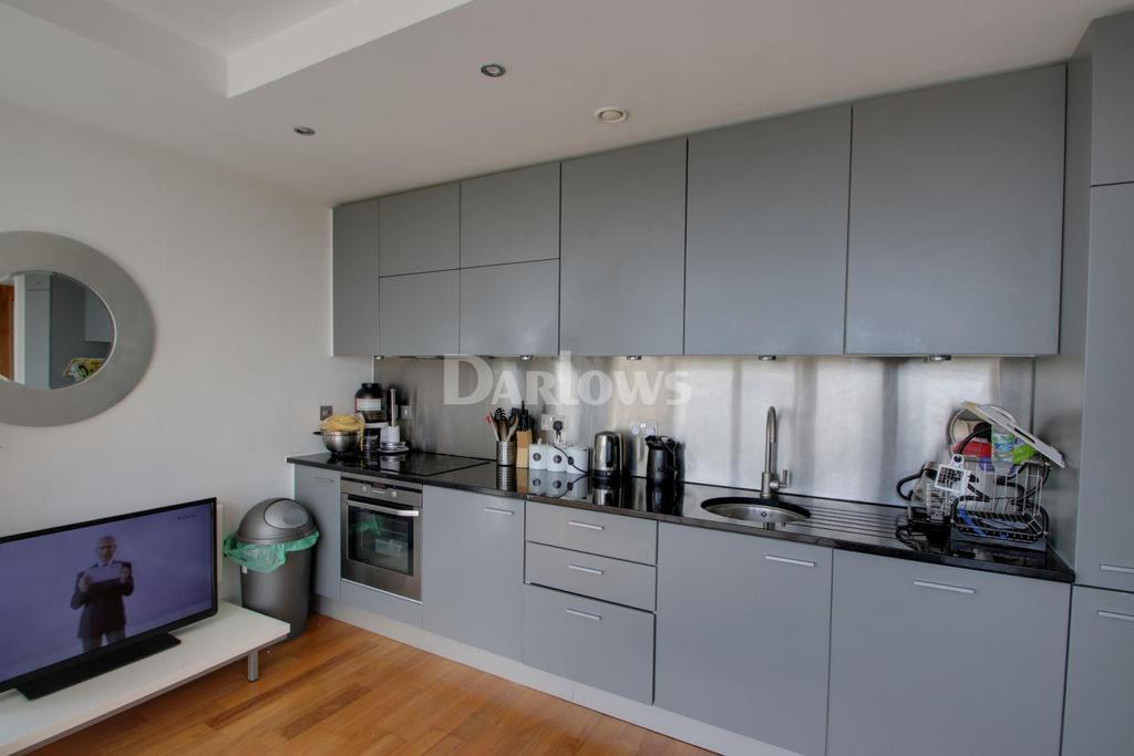 2 Bedrooms Flat for sale in Admiral House, Newport Road, Cardiff