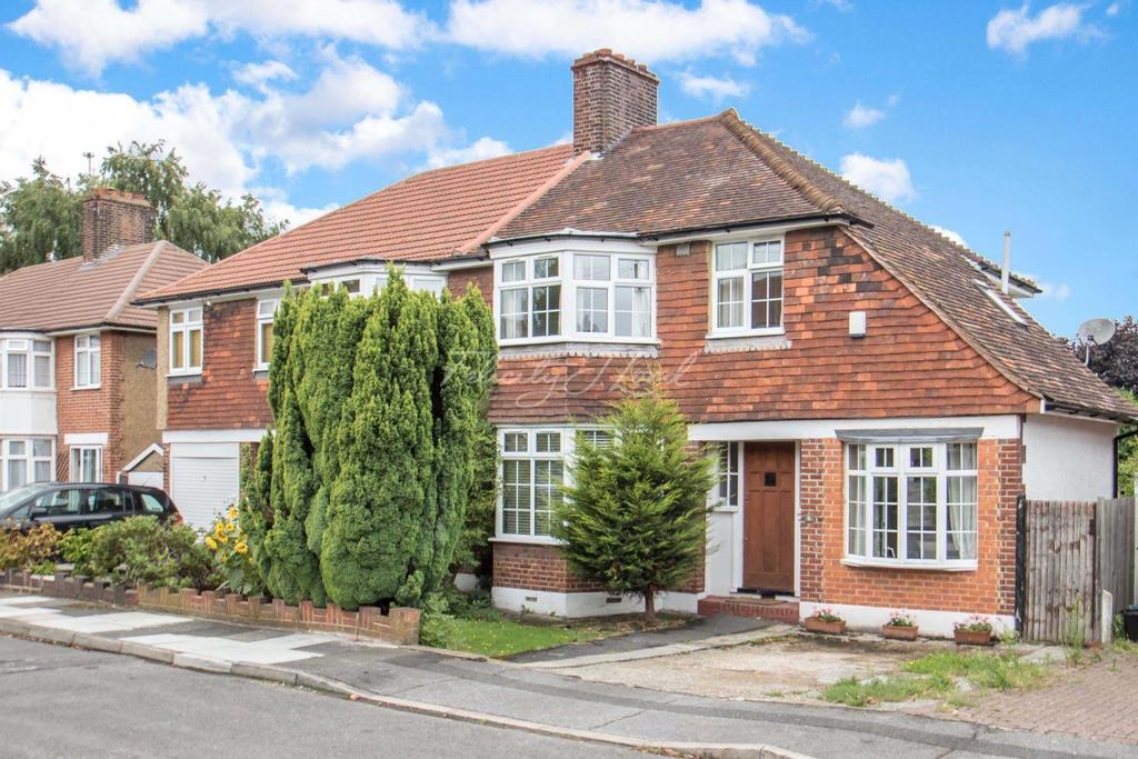 3 Bedrooms Semi Detached House for sale in Mottingham Gardens, SE9