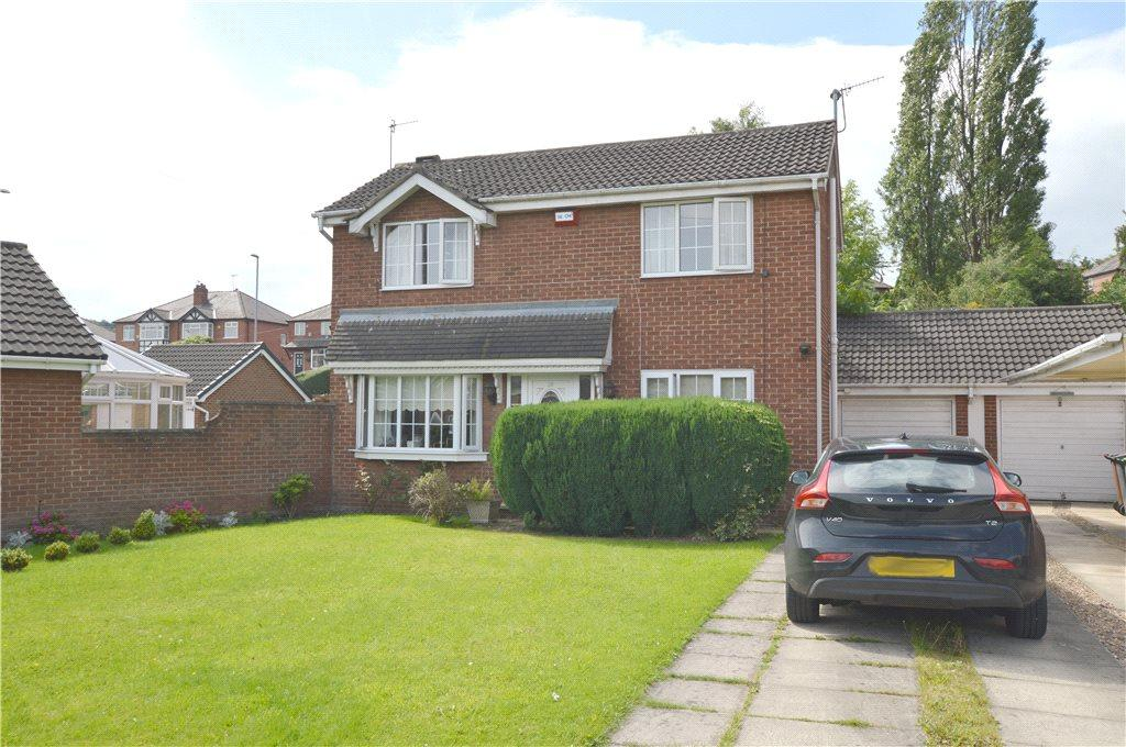 3 Bedrooms Detached House for sale in Hare Farm Avenue, Leeds, West Yorkshire