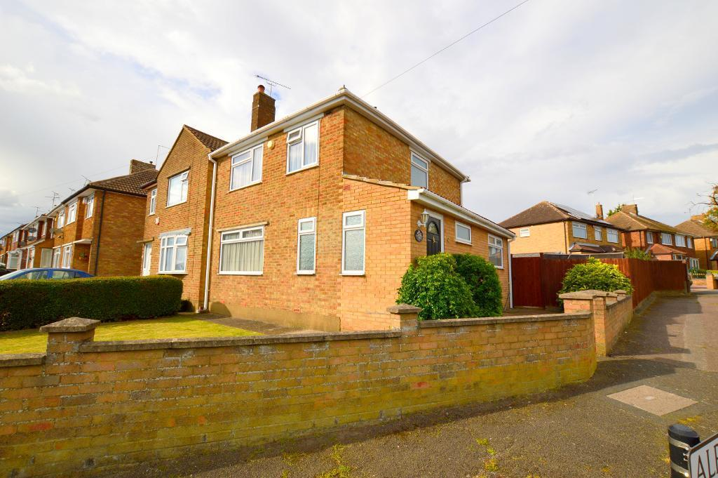 3 Bedrooms Semi Detached House for sale in Cranbrook Drive, Luton, LU3 3EW