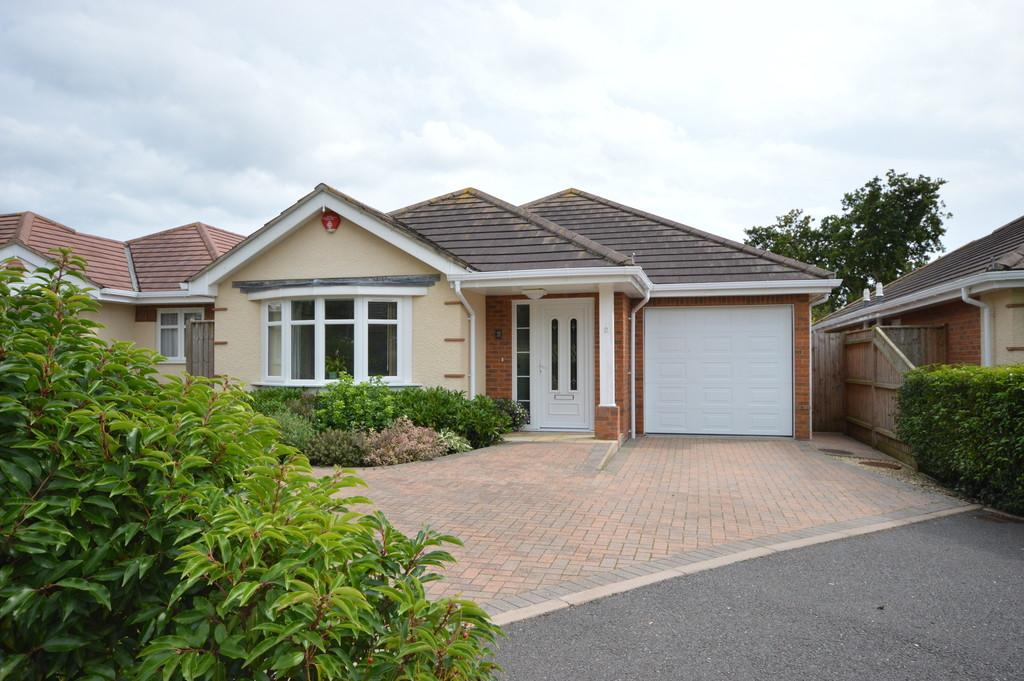 3 Bedrooms Detached Bungalow for sale in Heath Road, Hordle